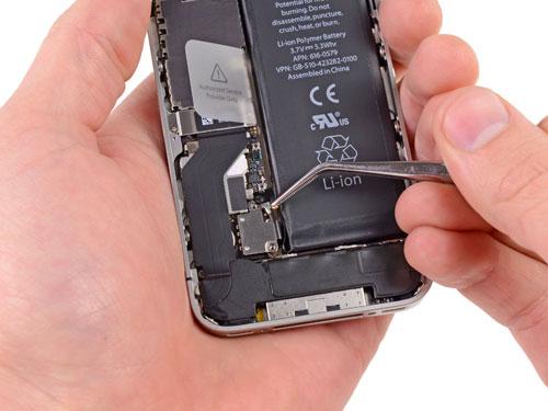 смяна на батерия на телефон айфон самсунг